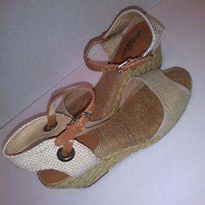 Lucky Brand tan wedge sandals size 8